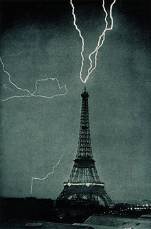220px-Lightning_striking_the_Eiffel_Tower_-_NOAA